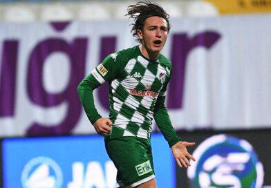 Bursasporun genç yıldızı Ali Akman gol krallığını kovalıyor